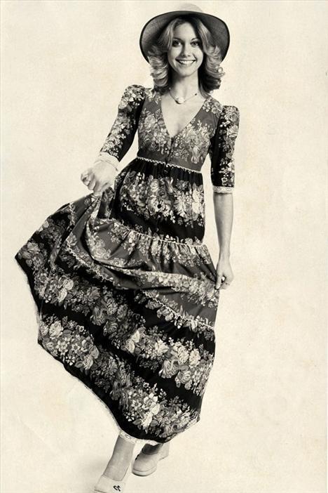 Olivia Newton-John 1948  1978 yılında Grease ortaya çıktığında, Newton-John'un da kariyeri yükselişe geçti.