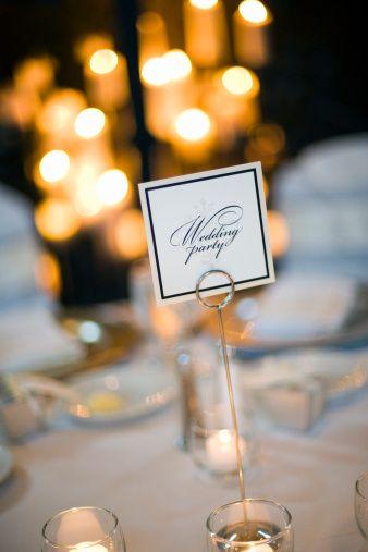 15)Düğün sırasında davetlilere verilecek olan ikramları mekan mı sağlayacak yoksa ayrıca bir catering firmasıyla mı anlaşmak gerekiyor. Bu durumun onayını alın ve her şeyin yolunda gittiğinden emin olun. 16)O gün bir sürprizle karşılaşmak istemiyorsanız, seçtiğiniz mönüdeki yemekleri daha önceden test edin.