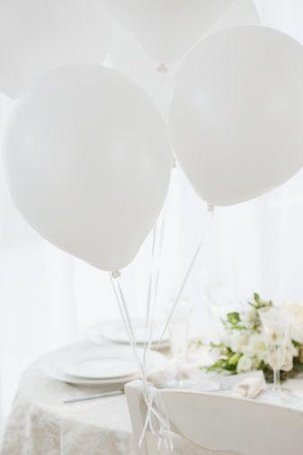 7)Bütçenize uygun bir mekanda düğün yapmak sizin için çok daha doğru bir adım olacaktır. Bu yüzden görüştüğünüz düğün mekanlarının düğün paketi seçeneklerini inceleyin, kendinize en uygununu seçin. 8)Düğün mekanı, kafanızdaki planlara uyuyor mu? İhtiyaçlarınızın hepsini olmasa bile (bu biraz yüksek bir beklentidir) çoğunu karşılıyor mu? Bunun için tüm sorularınızı sorun ve yanıtlarını iyi dinleyin.