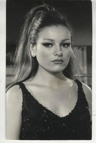TAM 14 KEZ AMELİYAT OLDU    İşte Ajda Pekkan'ın geçirdiği estetik operasyonların listesi: 3 kez burnunu yaptırdı, 6 kez dudaklarına silikon enjekte ettirdi...