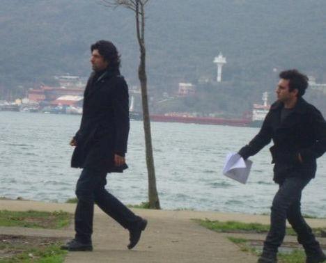 25 yıl sonra yapılan bu ikinci uyarlamada ise Fatmagül'ü Beren Saat, Kerim'i Engin Akyürek canlandırıyor.