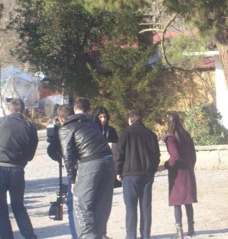Bu ilk uyarlamada Fatmagül'ü Hülya Avşar, Kerim'i de Aytaç Arman canlandırdı.