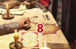 7- HALI  Doç. Dr. HÜLYA TEZCAN: Yerdeki halı desen olarak dönemi yansıtıyor. Çünkü madalyon desenli halıları Süleymaniye, Selimiye gibi selâtin camilerde görüyoruz.   Ancak o halılar mekan için büyük kullanılmış. O dönemde yere çok kaliteli ince hasırlar serilir, onların üzerine de küçük ebatlı halılar yerleştirilirdi.