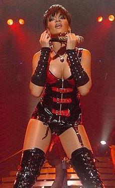 YABANCI ÜNLÜLERİN GERÇEK İSİMLERİ  Rihanna (Robyn Rihanna Fenty)
