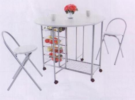 Sandalyeleri üzerinde taşınabilir katlanır masa  Fiyat : 129,90 TL  Praktiker