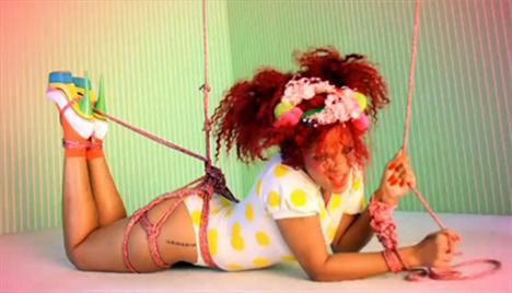 Rihanna'dan çılgın fotoğraflar.. - 1