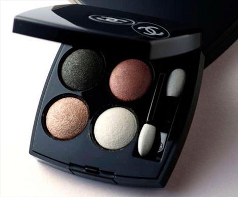 CHANEL Les  Perles de Chanel 20 regard  perle göz farı paleti   Fiyat : 129 TL