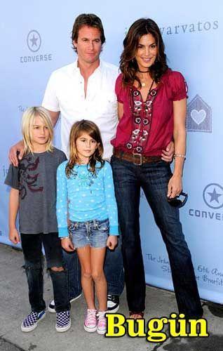 Bugün 42 yaşında olan model, eşi ve çocuklarıyla...