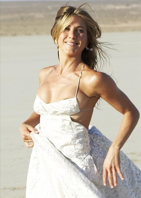 Romantik komedi filmlerinin vazgeçilmez ismi Jennifer Aniston, en gözde bekar seçildi...