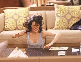 Ama daha sonra o sıralarda rol aldığı Aşk-ı Memnu dizisindeki giysileri bus söylentileri kanıtlar nitelikteydi.