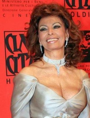 1934 doğumlu Sophia Loren'in güzelliği dillere destan.