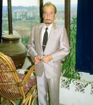 HÜSEYİN PAYDA   Türk sinemasında klasikler arasında yer alan 'Mezarımı Taştan Oyun' adlı unutulmaz bir film yapmış olan Hüseyin Peyda'nın kokain kullandığını onunla yıllar yılı birlikte çalışmış olan Atıf Yılmaz, 1996 yılında yayınladığı kitabındaki anılarında açıkladı. Bu olay büyük yankılar yarattı.