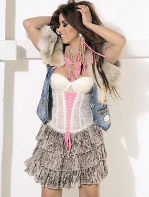 """NİRAN ÜNSAL  Şarkıcı Niran Ünsal, eski eşi Peker Açıkalın'ın da uyuşturucu kullandığını, """"Peker'in suratına bakın, uyuşturucu kullanıp kullanmadığını anlarsınız"""" diyerek açıklamıştı."""