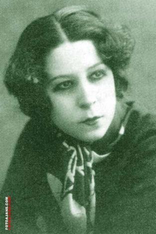 AFİFE JALE   Türk tiyatrosunun ilk Türk kadın oyuncusu olan Afife Jale, sanat hayatı boyunca uyuşturucudan kurtulamadı.   Evlilik yaşadığı bestekar Selahattin Pınar da kurtaramadı onu. Ve ünlü sanatçı kokain yüzünden öldü (1941).