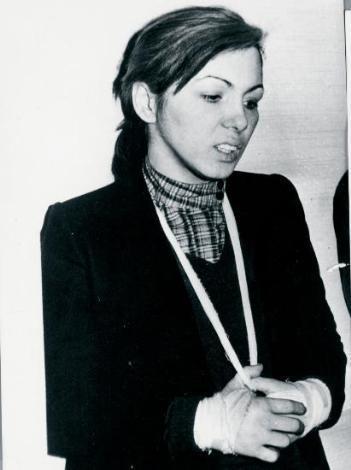 MELEK AYBERK   1974 Sinema Güzeli Melek Ayberk'in dramını bilmeyen yoktur. Sanat yaşamını, kariyerini, güzelliğini bu uğurda heba eden Ayberk, 21 Aralık 1980 tarihinde uyuşturucu nedeniyle yakalandı ve hapse atıldı.   Ayberk, 1994 yılında bu illet nedeniyle hayatını kaybetti.