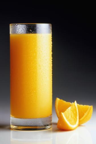 Eğer içeceklere düşkünseniz, gazlı ve şekerli içecekler yerine taze sıkılmış meyve sularını, temelde ise bol su içmeyi tercih edin.