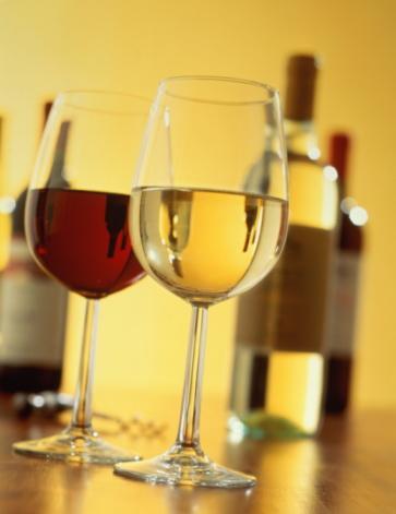 Eğer tercihiniz alkol ise, votka, rakı gibi yüksek kalorili içecekler yerine kırmızı şarap, beyaz şarap gibi daha az kalorili içecekleri tercih edin.