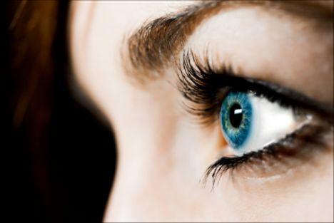Kahverengi göz:   Dürüst, dostlukları güçlü, mantıklı ve iş bitirici insanlardır.  Yeşil göz:   Altıncı duyulan güçlü, özgür ve dü¬rüst insanlardır.