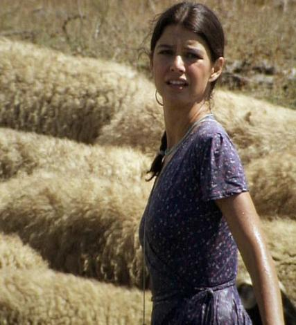 HEM İZLENME REKORU KIRDI HEM ELEŞTİRİLDİ   Fatmagül'ün Suçu Ne dizisindeki tecavüz sahnesi de çok eleştirildi ve uzun süre tartışıldı.