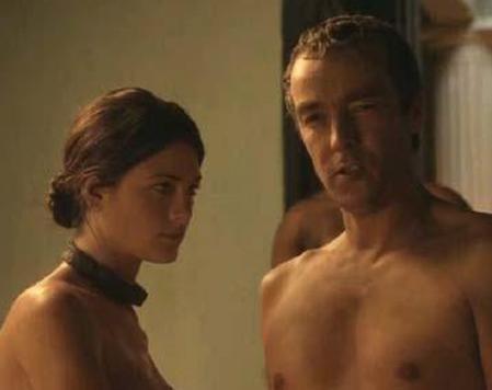 ROMALILAR BÖYLE MİYDİ  Önce ABD'de yayınlanan sonra da dünyanın çeşitli ülkelerinde ekrana gelen Spartacus: Blood and Sand adlı dizi cüretkar sevişme ve grup seks sahneleriyle tartışma yarattı.