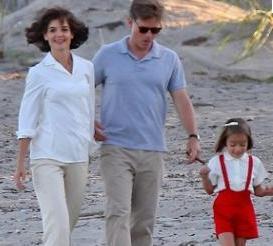 KENNEDY AİLESİNİ BASİTE İNDİRGEDİNİZ   ABD'nin en ünlü başkanlarından John F Kennedy ve ailesini anlatan bir dizi ülkede tartışma yarattı.
