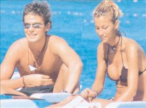 Çağla Şıkel, Fahrettin Aslan'ın oğlu Mehmet Aslan ile yaşadığı aşk ile de medyanın ilgi odağı oldu.