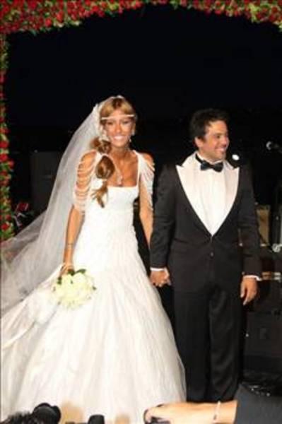 Çağla Şıkel ünlü popçu Emre Altuğ ile evlendi.