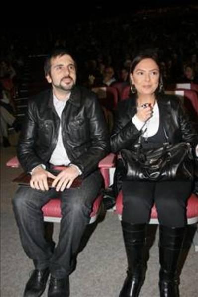 Bir yarışma programı sırasında Osmantan Erkır ile de aşk yaşadı.