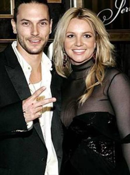 Kevin Federline ile evlenen Spears bu evliliği yürütemedi ve Kevin ile yollarını ayırdı.