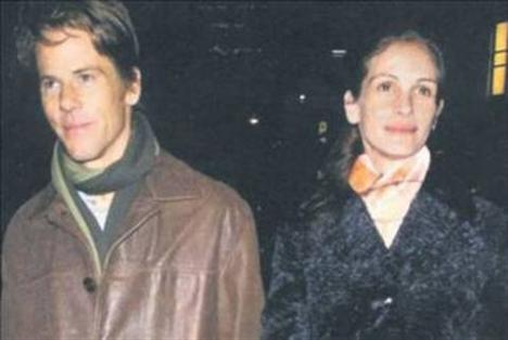 Roberts daha sonra Danny Moder'a aşık oldu.Çiftin üç çocuğu var.