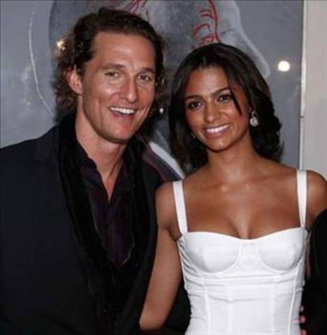 McConaughey şimdi Brezilyalı Camila Alvez ile birlikte.