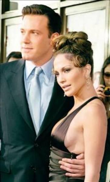JENNIFER LOPEZ  Jennifer Lopez ile Ben Affleck'in aşkı bir zamanlar okuyanı bıktıracak kadar gündemdeydi. Çiftin evlenmesini beklenirken ayrıldılar.
