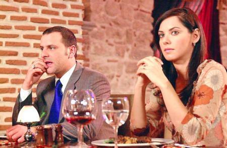 Dizinin ilk aşkı Esma ve Demir arasında yaşanandı.