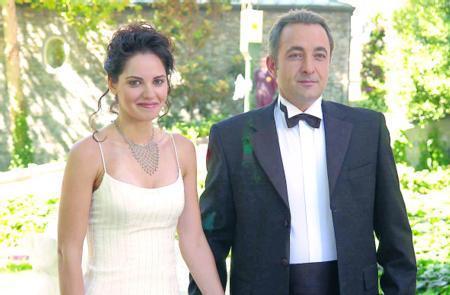 Final bölümüne gelindiğinde Demir'in mutsuz yaşantısının aksine Esma ve Selim nikah masasına oturdu.