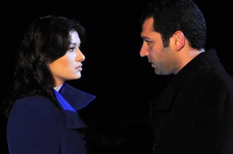 AŞK VE CEZA (Savaş - Yasemin)  Ekranların aşık çiftleri arasında Aşk ve Ceza dizisinin iki önemli karakteri Savaş ve Yasemin'de yerini alıyor.