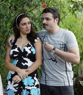 GENİŞ AİLE (Şükufe - Cevahir)  Star Tv'nin beğeniyle izlenen dizisi Geniş Aile de kavuşamayan aşıklara ev sahipliği yapıyor.