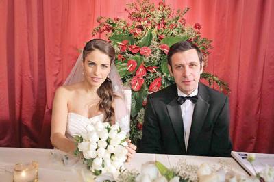 Hayat verdikleri Diyar ve Cemal rol gereği muhteşem bir düğünle evlendiler.