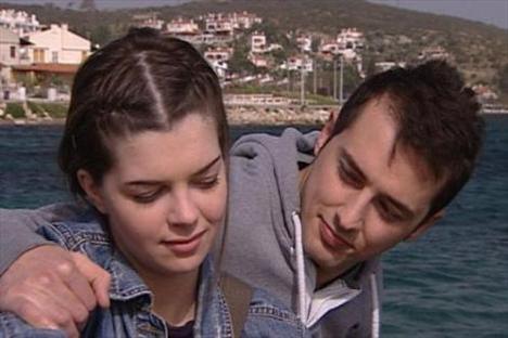 KAVAK YELLERİ (Aslı - Deniz)  2006 yılından bu yana ekranlarda olan Kavak Yelleri'nin ilk aşıkları Aslı ve Deniz'di.