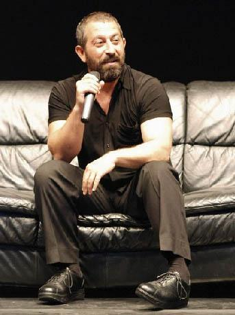 CEM YILMAZ   23 Nisan 1973'de İstanbul'da doğdu.