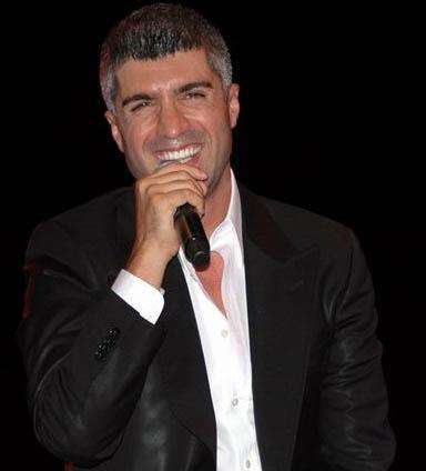 ÖZCAN DENİZ  17 Mayıs 1972'de Ankara'da doğdu.