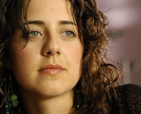 MELİS BİRKAN  30 Kasım 1981'de Eskişehir'de doğdu.