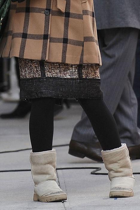 Bu konforlu ayakkabılar sizi aldatmasın. Genç oyuncu bunları sadece sette ayaklarını sıcak tutmak için giyiyor.