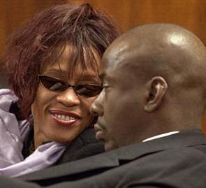 Whitney Houston, Brown'un bu eğilimini kendisinin onun-kinden daha başarılı bir kariyere sahip olmasına bağlamıştı.