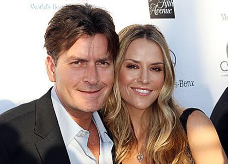 2010 başında üçüncü eşi Brooke Mueller'in boğazına bıçak dayadı.