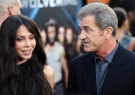 MEL GIBSON/  OKSANA GRIGORIEVA  Mel Gibson'un, çocuğunun annesi sevgilisi Grigorieva'yı ölümle tehdit ederken kayda alınmış sesi ABD'de günlerce konuşuldu.
