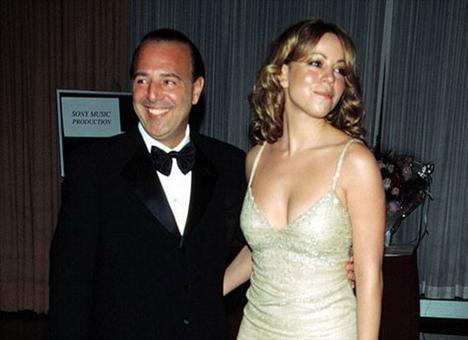 Carey, boşanmasından yıllarca sonra Larry King'e yaptığı açıklamada eşinin kendisini hem duygusal hem de zihinsel olarak istismar ettiğini söyledi.