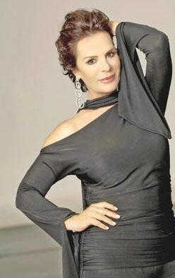 Ünlü yıldız Ankara Devlet Konservatuarı Bale Bölümü'nde eğitim gördü.