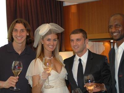 Çift törenin sonunda mutluluk pozu verdi...