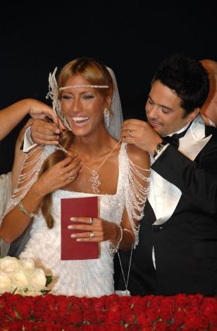 Altuğ'un Star TV'de jüri üyeliğini yaptığı 'İkizler' programından çiftin nikah anı canlı olarak yayınlandı.