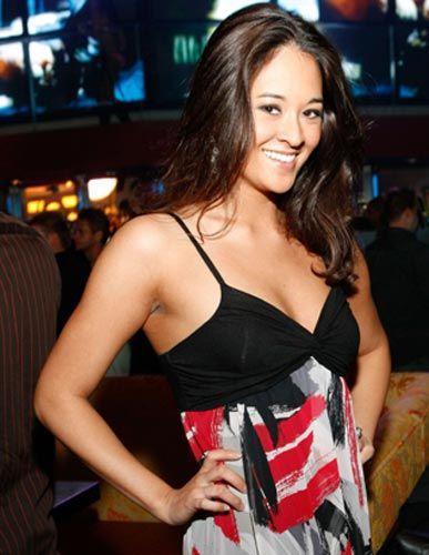 Önce Miss Washington seçilen ve daha sonra ABD genelinde yapılan Miss USA güzellik yarışmasında üçüncü olan Elyse Umemoto'nın çektirdiği skandal fotoğraflar başına bela oldu.